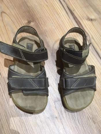 Sandaalid mummulise sisetallaga 25
