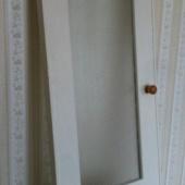 Puidust uks klaasiga
