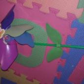 tuulega liikuv lill