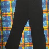 Mustad püksid