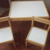 Väike laste laud + kaks tooli.