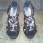 uued kingad.kontsa kõrgus 9cm.suurus 39
