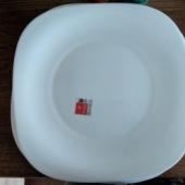 6 suurt taldrikut