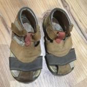 Nahast sandaalid 22