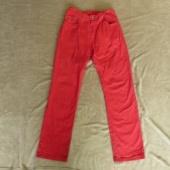 Punast värvi meeste teksapüksid, parajad M suuruse kandjale