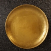 Kuldne taldrik-küünlaalus