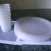 4 taldrikut ja 4 joogitopsi