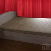 Kaheinimese voodi koos madratsiga.