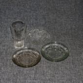 Klaas (Metaxa) ja 3 klaasist alustaldrikut