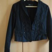 Lühike jakk/pintsak husaarijaki lõikega