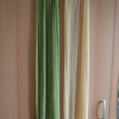 Roheline ja kollane sall. Polüester.