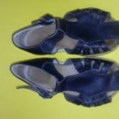 Laste sandaalid.