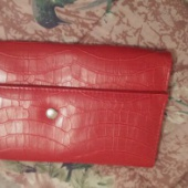 Punane väike kott