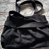 Must riidest käekott