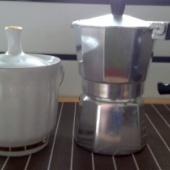 Suhkrutoos ja türgi kohvi keetja