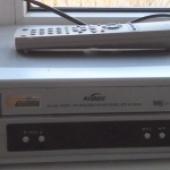 töökorras VHSi mängija ja laste VHSid